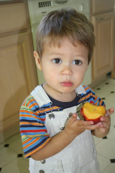 Sammy Mack eating a nectarine, June 1, 2007, Mountain View, CA; photo by Kimi Winters